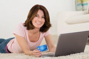 Las mujeres cada vez compran más por Internet